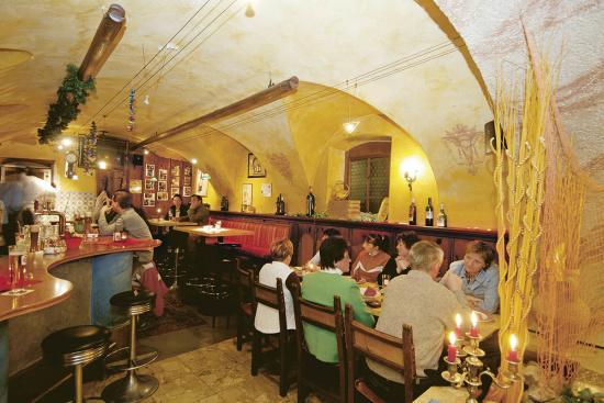 Restaurant & Pizzeria in Altemarkt, Gwölbl
